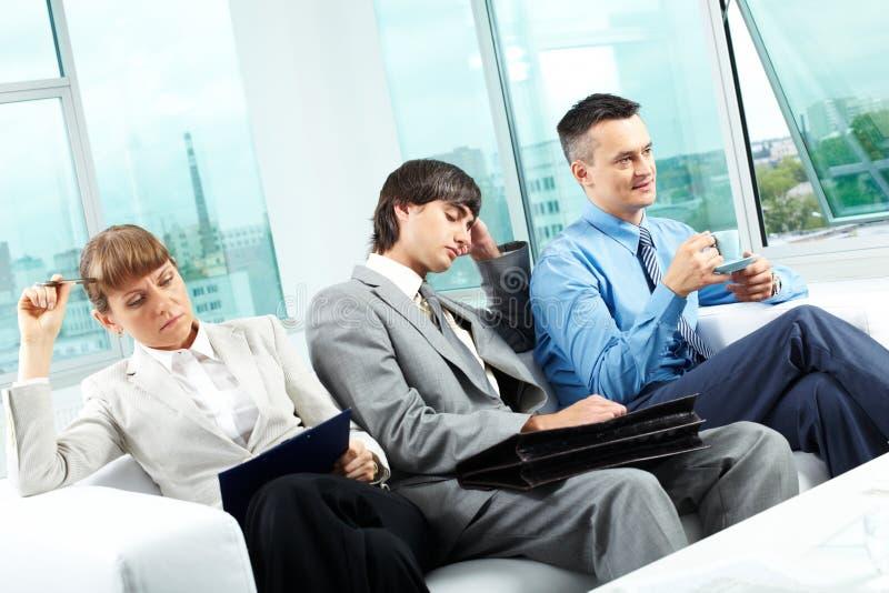 Müde Kollegen lizenzfreie stockfotos