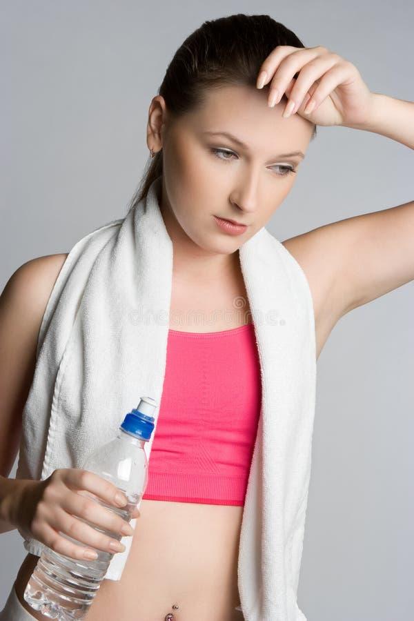 Müde Trainings-Frau stockfotos
