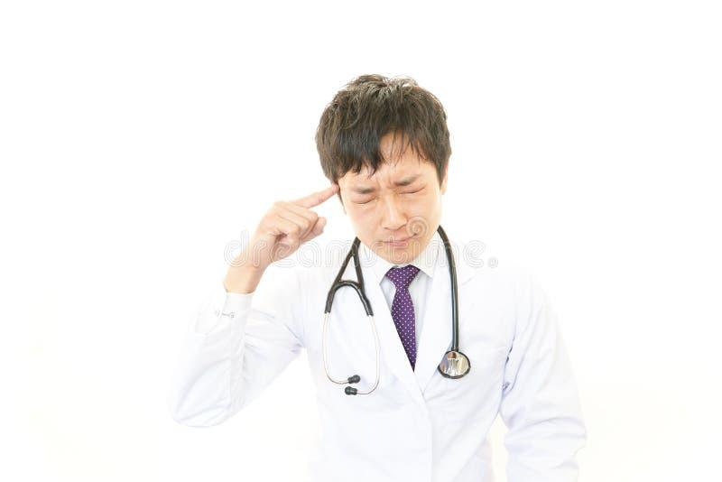 Müder Doktor stockfotografie