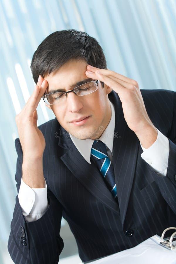 Müder oder kranker Geschäftsmann lizenzfreie stockbilder