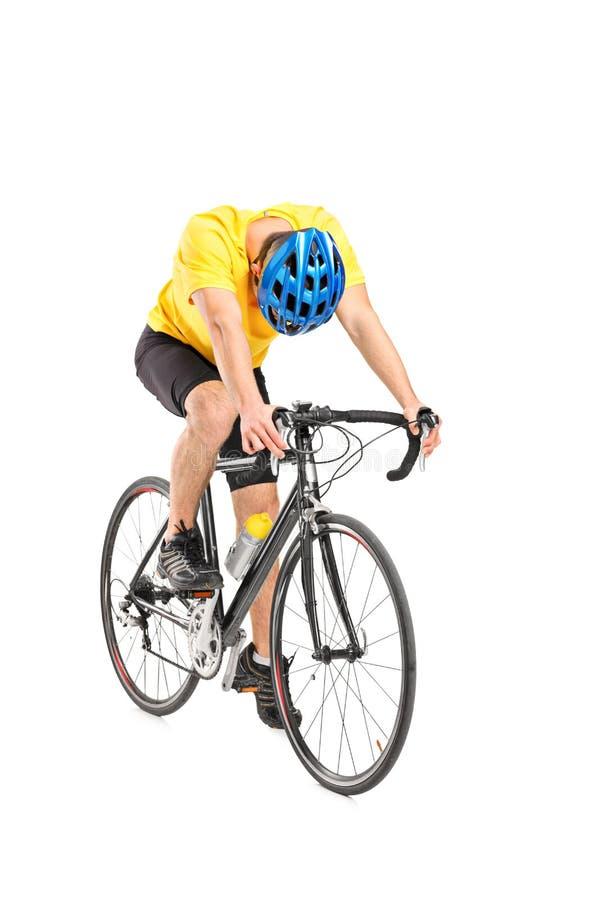 Müder Radfahrer auf einem Fahrrad lizenzfreie stockbilder