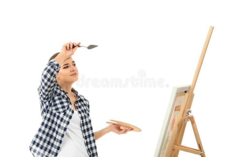 Müder weiblicher Künstler mit Zeichnungsgestell auf weißem Hintergrund lizenzfreie stockfotos