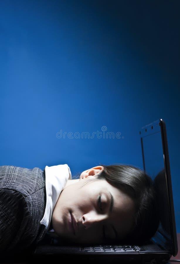 Müdes Geschäftsfrauschlafen stockbild