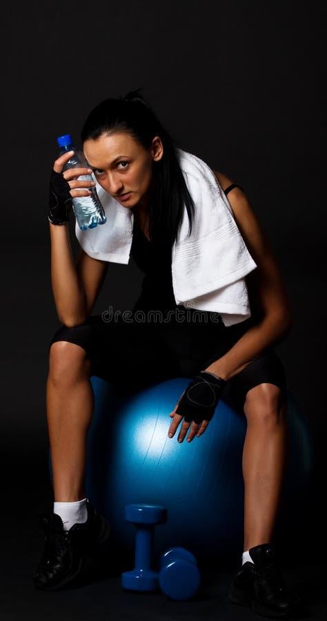 Müdes junges Mädchen aftter Training lizenzfreie stockfotos