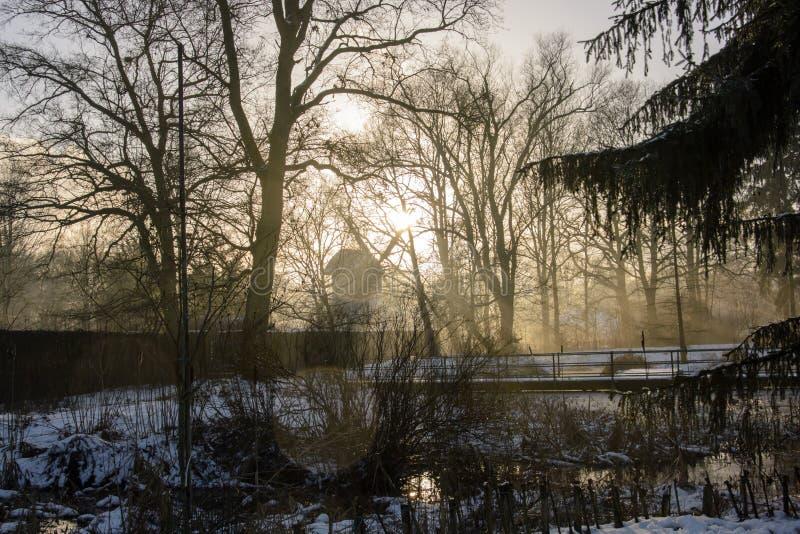 Mühle im Winter lizenzfreie stockbilder