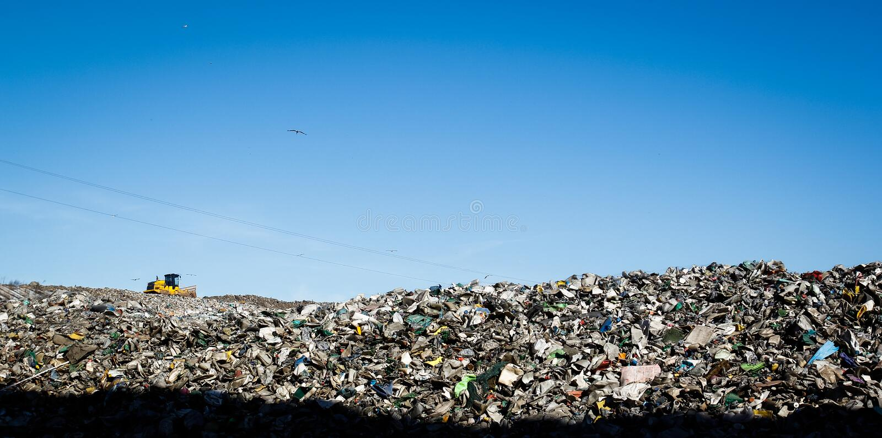 Müllgrubenlandschaft stockbild