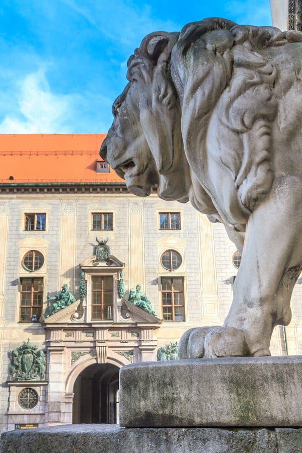 München, Beiers Lion Statue dichtbij Feldherrnhalle royalty-vrije stock fotografie
