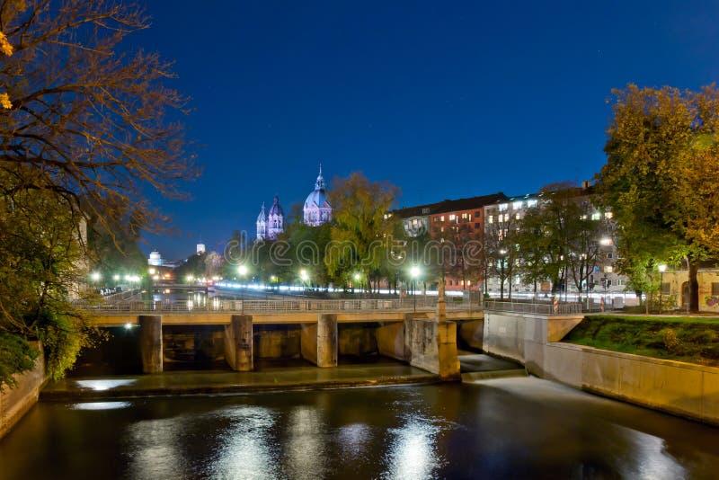 München bij nacht stock fotografie