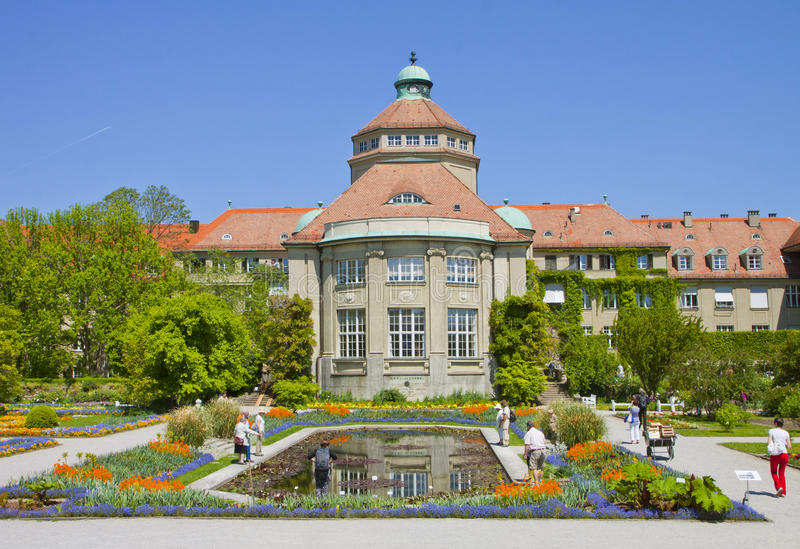 München, de Botanische Tuin centrale bouw in de lente royalty-vrije stock fotografie