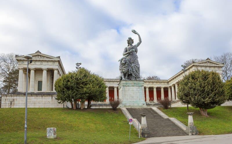 München, Duitsland, een Standbeeld van 'Beieren ' Zaal van bekendheid 'Ruhmeshalle ' stock afbeeldingen