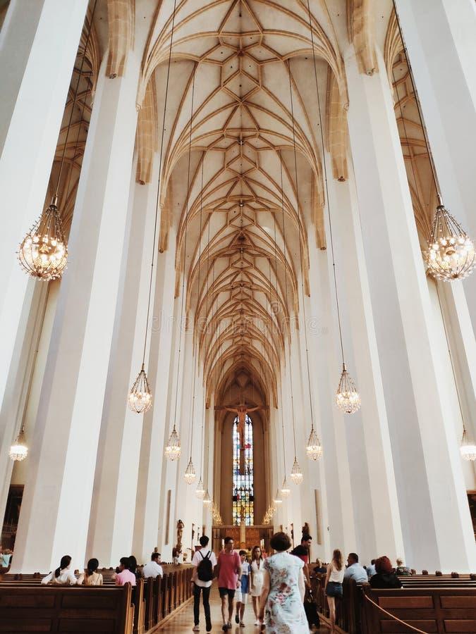 München, Duitsland - 28 juni 2019: Binnenlandse Zaken van Frauenkirche of kathedraal van Onze Lieve Vrouwe Vrouwe Vrouw in Münche royalty-vrije stock afbeeldingen