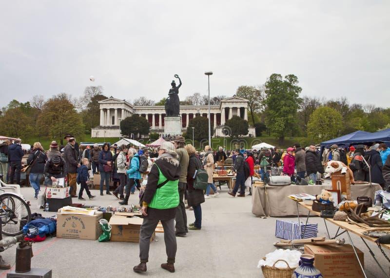 MÜNCHEN Duitsland - Openlucht reuzevlooienmarkt Riesenflohmarkt, royalty-vrije stock foto