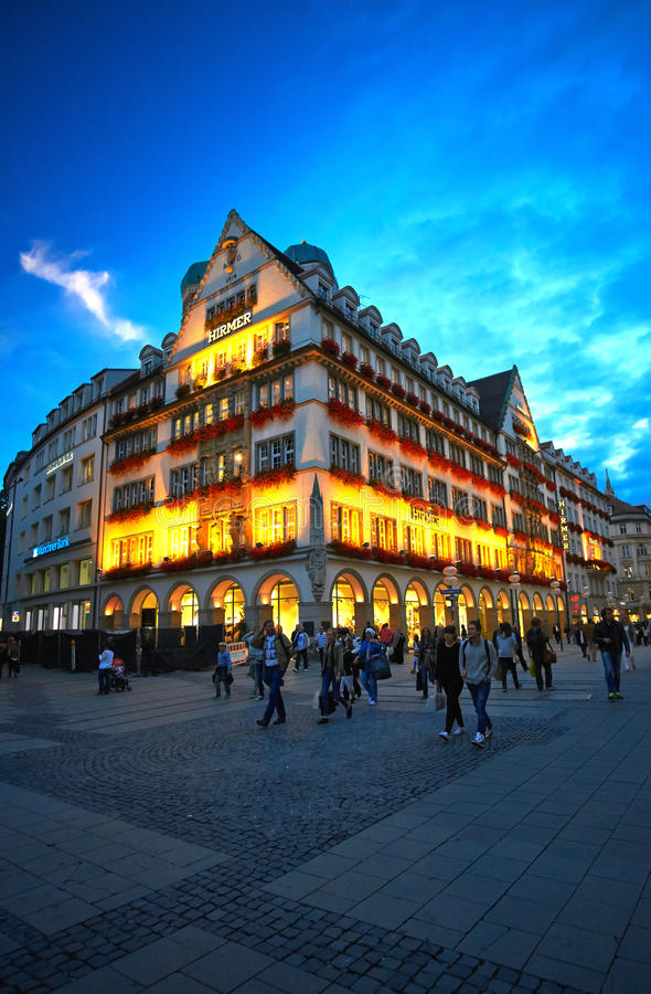 München nachts lizenzfreies stockbild