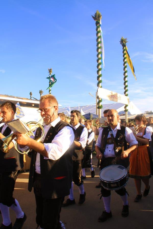 München, Oktoberfest - traditionelles Band stockfoto