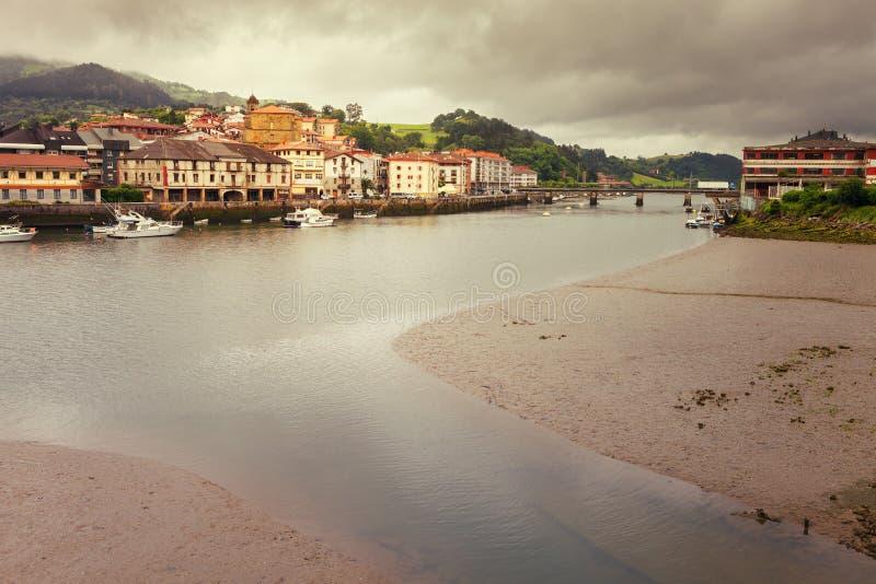 Mündung der Kleinstadt in Orio, Weise von St James, Guipuzcoa, lizenzfreies stockbild