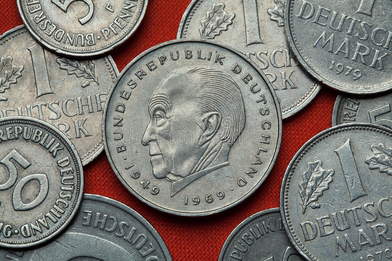 Münzen von Deutschland Deutscher Staatsmann Konrad Adenauer stockfotos
