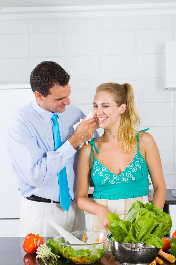 mąż pomaga żona obraz royalty free
