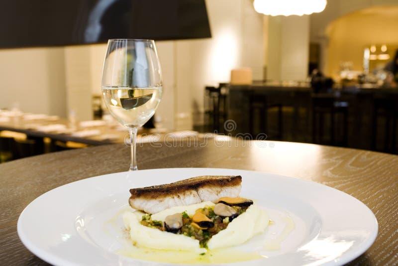 mączki rybnej wykwintną restaurację obraz stock