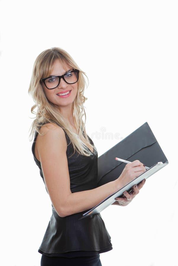 Mądrze biznesowa kobieta z piórem i kartoteką zdjęcie royalty free