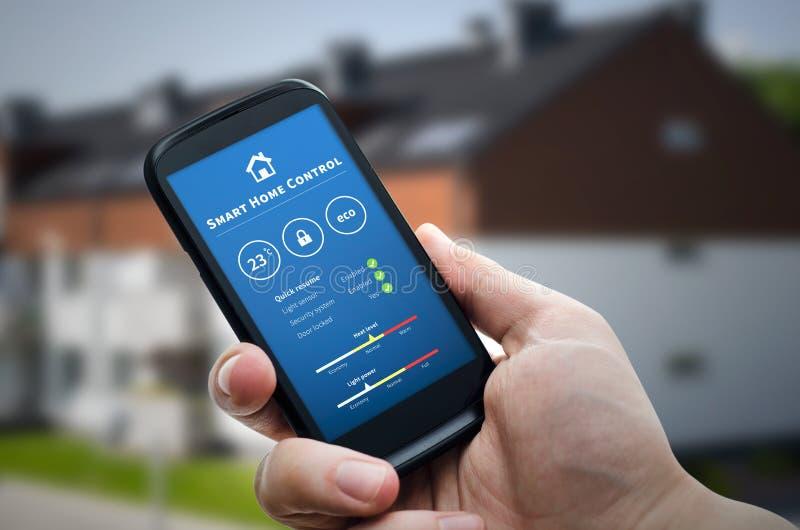 Mądrze dom kontrola technologia Daleki automatyzacja system na Mobil obrazy royalty free