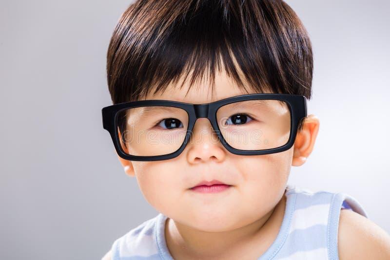 Mądrze dziecko z szkłami fotografia stock