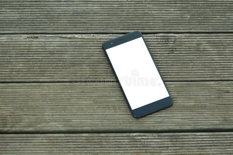 Mądrze telefon na stole z ścinek ścieżką obraz stock