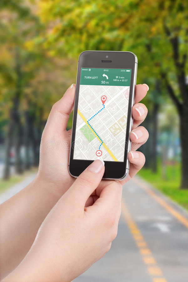 Mądrze telefon z map gps nawigaci zastosowaniem na ekranie zdjęcie royalty free