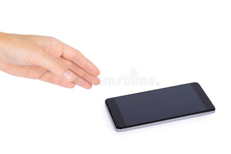 Mądrze telefon z pustym ekranem w ręce odizolowywającej na białym tle, duża wisząca ozdoba, czarny telefon komórkowy, 5 5 calowy  zdjęcia royalty free
