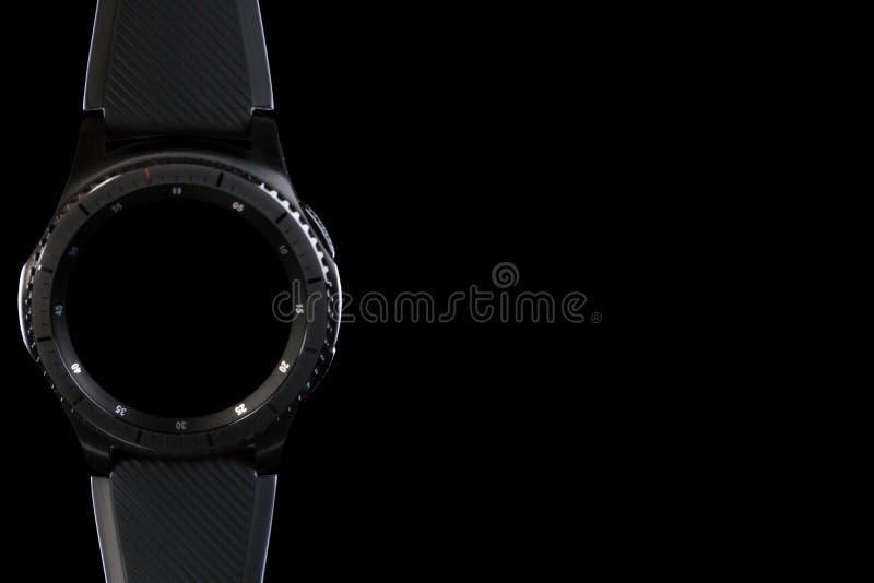 Mądrze zegarek z pustą tarczą na czarnym tle zdjęcia royalty free