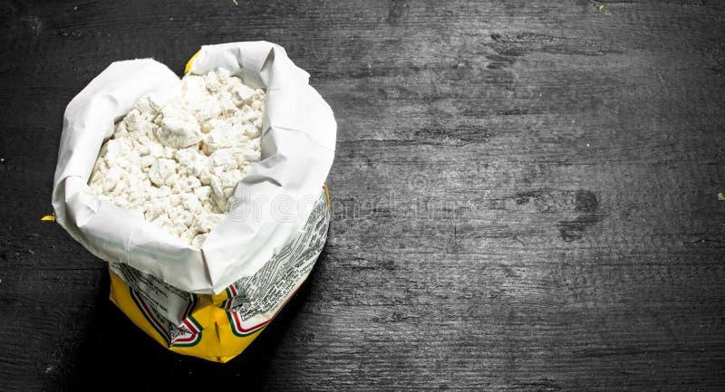 Mąka w papierowej torbie zdjęcie royalty free