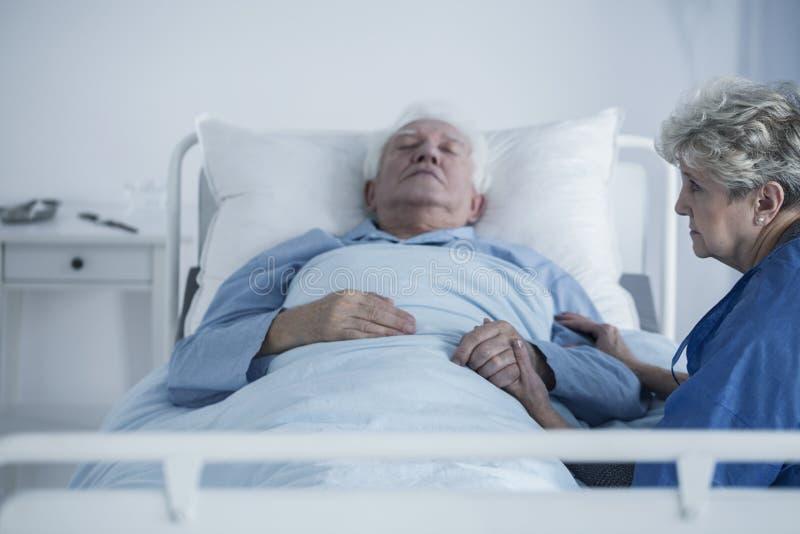 Męża cierpienie od nowotworu obrazy royalty free