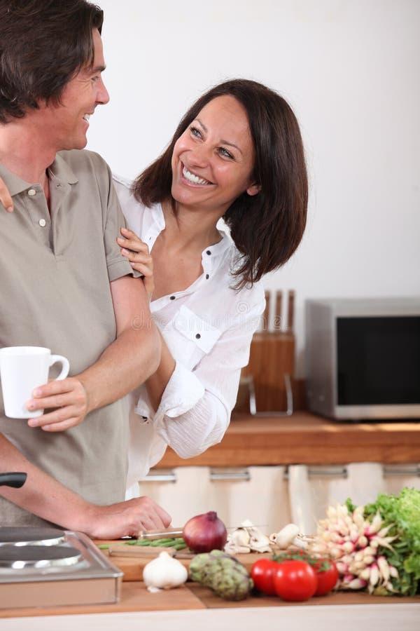 Męża kucharstwo obrazy stock
