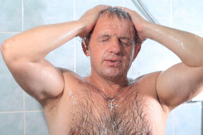 Mężczyźni w łazience zdjęcia stock