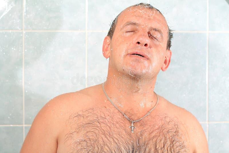 Mężczyźni w łazience zdjęcie royalty free