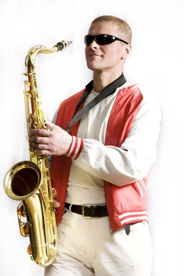 mężczyzna bawić się saksofon obrazy stock