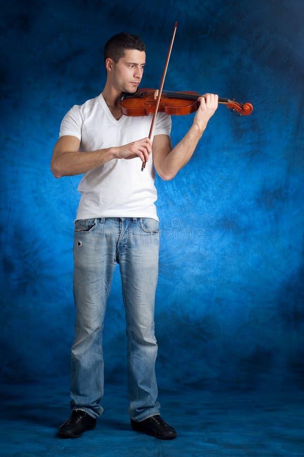 mężczyzna bawić się skrzypce zdjęcia stock