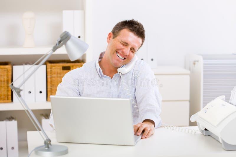 mężczyzna biznesowy domowy działanie obraz stock