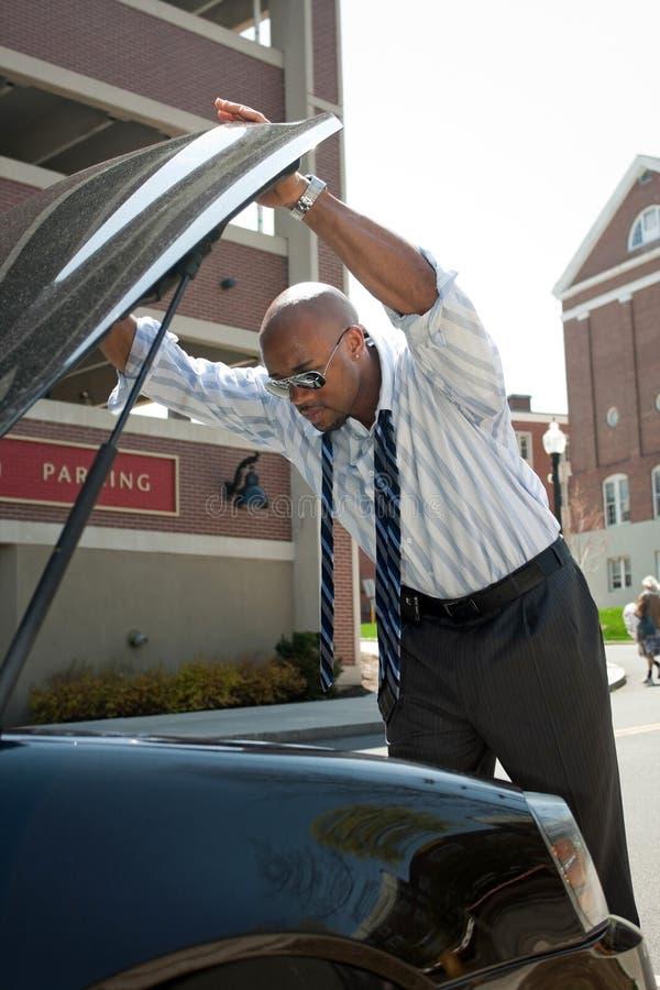 mężczyzna biznesowy samochodowy kłopot zdjęcia royalty free