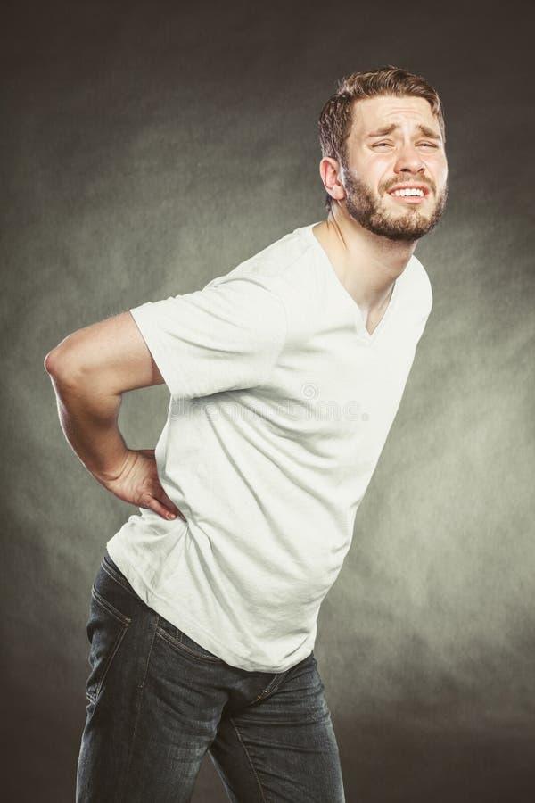 Mężczyzna cierpienie od backache bólu pleców fotografia royalty free