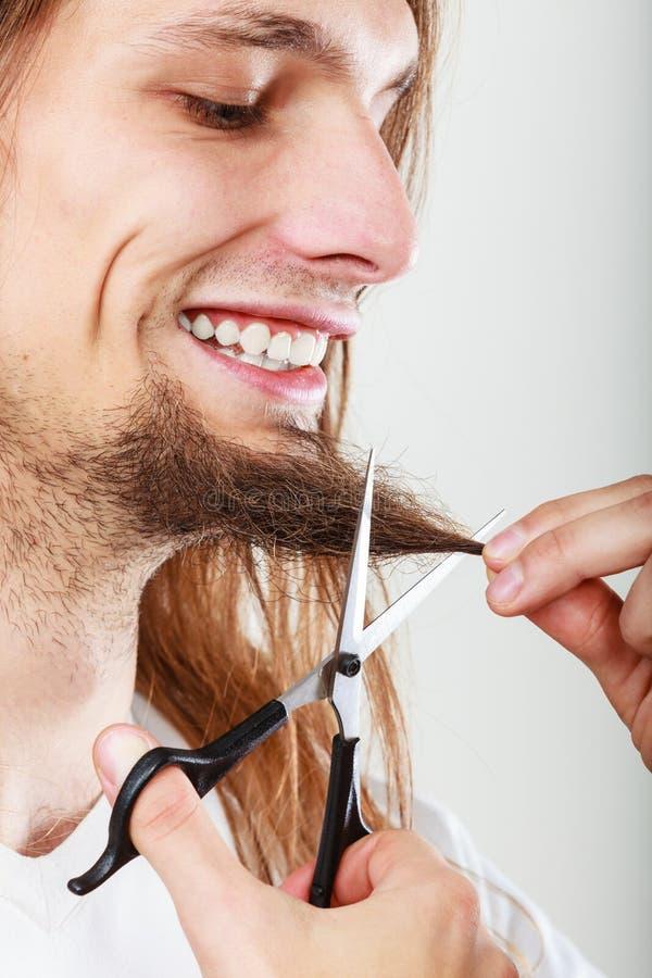 Mężczyzna ciie jego brodę fotografia royalty free