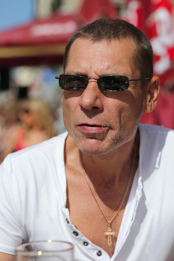 mężczyzna cukierniana ulica zdjęcie royalty free