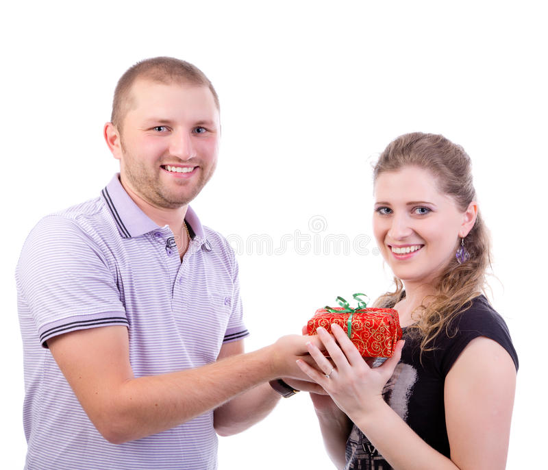 Mężczyzna daje teraźniejszości jego dziewczyna zdjęcie royalty free