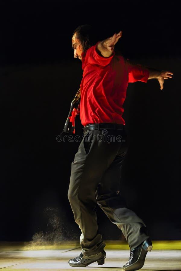 Mężczyzna dancingowy flamenco przy nocą outdoors obraz stock