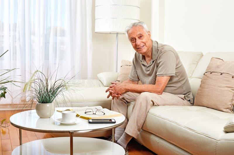 mężczyzna domowy senior zdjęcie royalty free