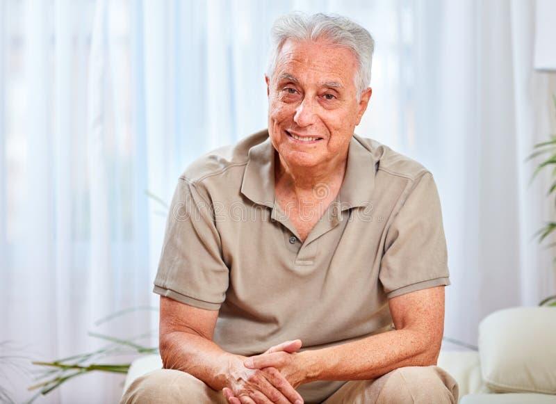 mężczyzna domowy senior zdjęcia royalty free