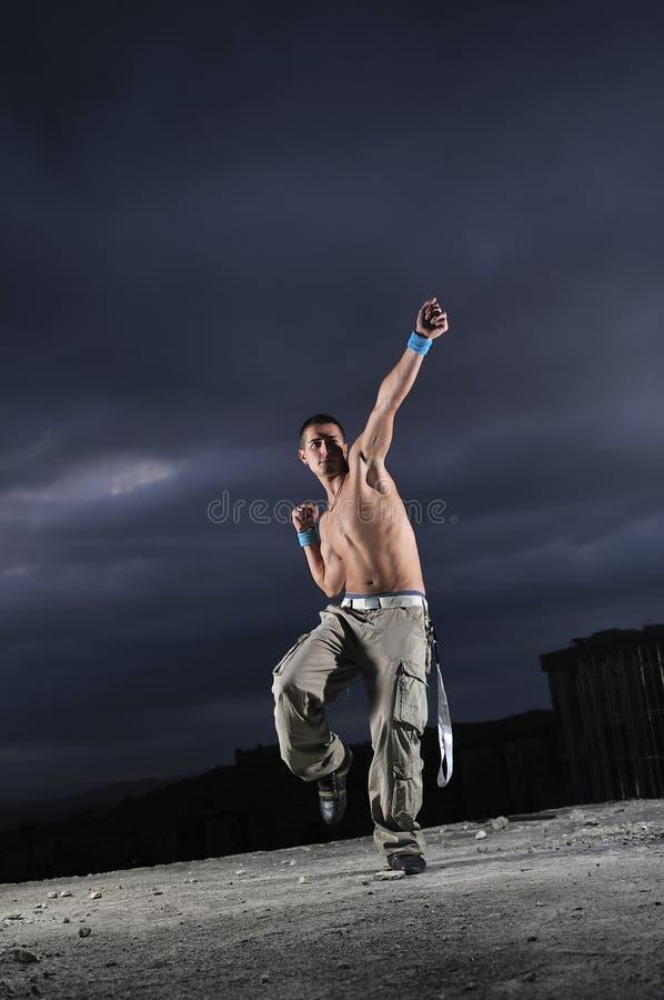 Mężczyzna doskakiwanie taniec i obrazy royalty free