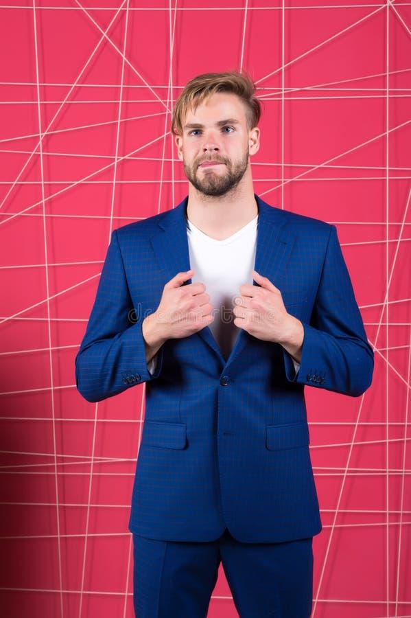 Mężczyzna formalna odzież patrzeje przystojną i ufną Właściwa stroju oddziaływania reputacja w społeczeństwie Mężczyzna lub bizne zdjęcie stock