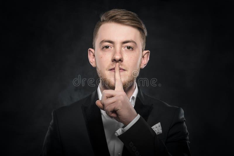 Mężczyzna gestykulować cichy zdjęcia royalty free