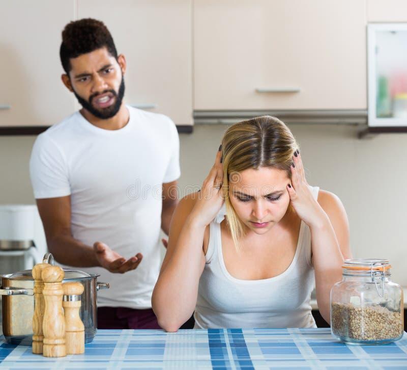 Mężczyzna i żona ma złego argument fotografia royalty free