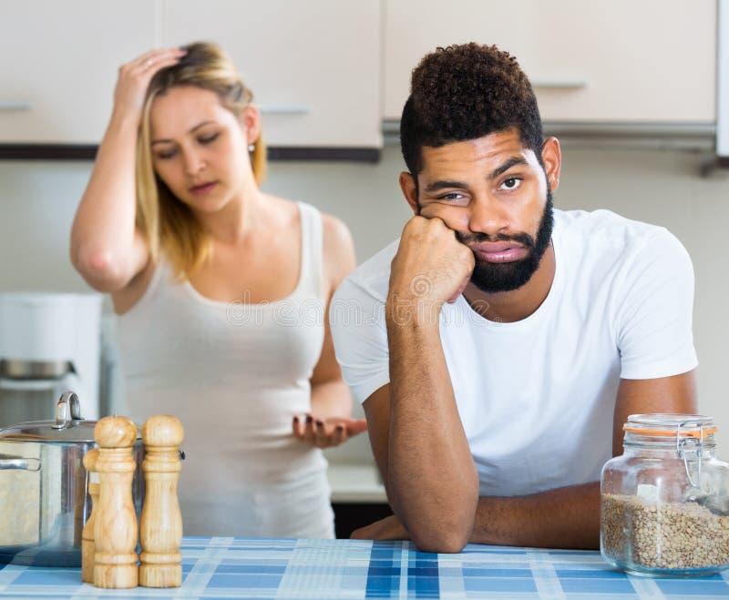 Mężczyzna i żona ma złego argument obrazy stock